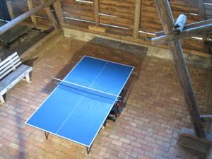 Tischtennis in der Scheune